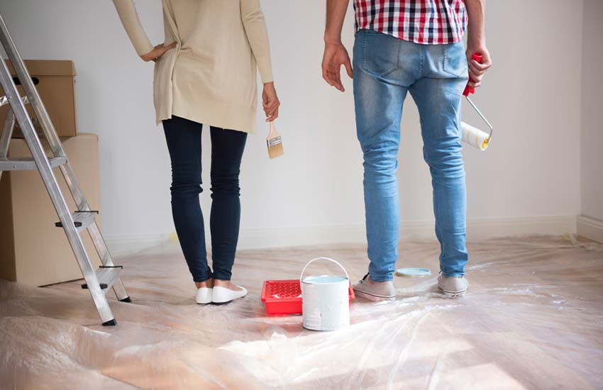 Wallpapering or painting – What is more time consuming?